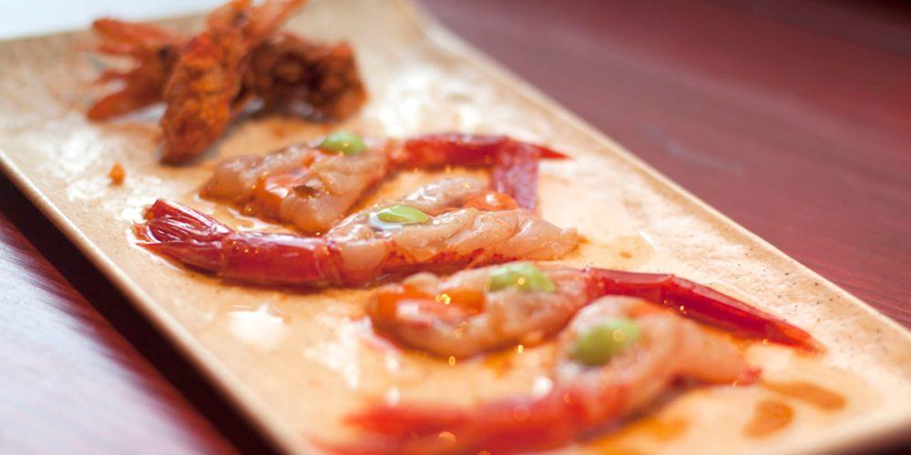 Kimtxu plato carabineros sashimi jugo coral